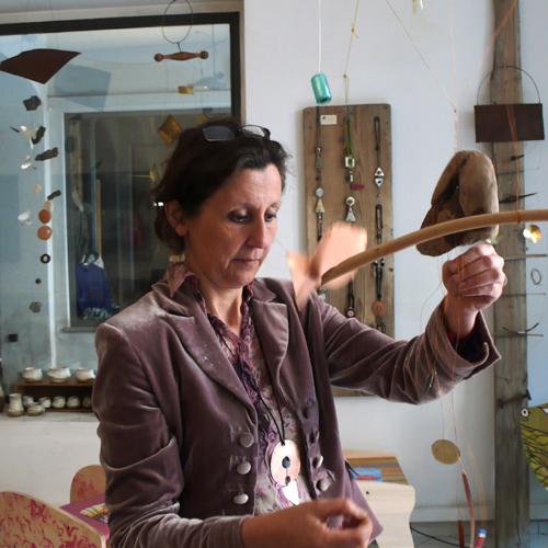 Daniela Vignati crea uno scacciapensieri