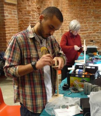 costruire una lampada a led con materiali di recupero
